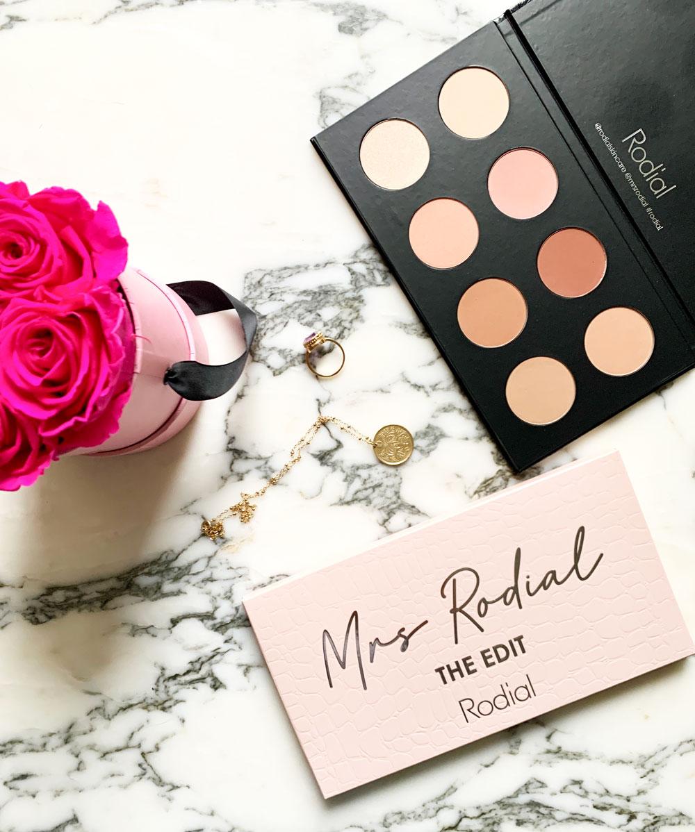 Glücksmomente auf sonrisa: Zwei Wochen vor der offiziellen Lancierung darf Bloggerin Katrin Roth grad drei Exemplare der famosen Mrs Rodial Palette verlosen, die von der Beauty-Unternehmerin persönlich zusammengestellt wurde.