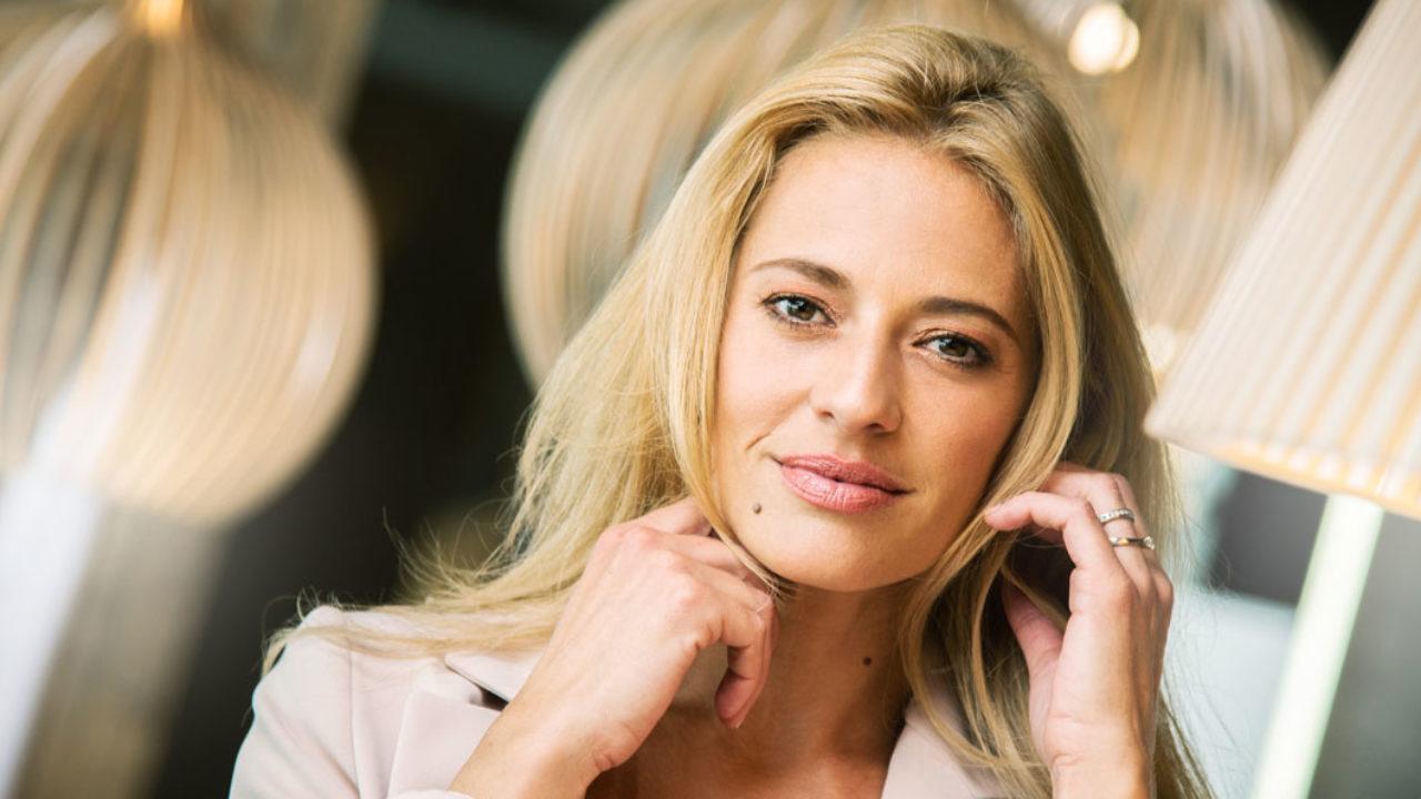 Multi-Talent Christa Rigozzi spricht im exklusiven Interview mit sonrisa über ihre Aufgabe als Botschafterin von Similisan Naturals Cosmetics, Beauty-Pannen sowie Kindererziehung.