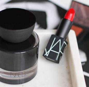 Was sonrisa schon seit sechs Jahren weiss, ist nun endlich passiert: Makeup-Guru François Nars lanciert mit Audacious seinen ersten Duft.