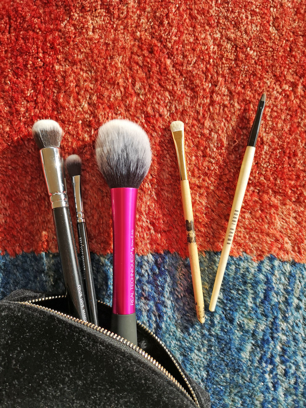 Im grossen Schminkpinsel-Guide erklärt Makeup-Profi Sandra Gimmel, welche Pinsel wir wirklich brauchen für ein gelungenes Makeup.