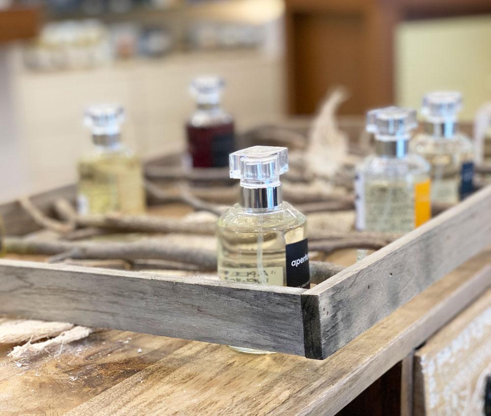 Wie findet man den richtigen Duft? Parfum-Produzent Ulrich Lang verrät auf sonrisa seine Tipps.