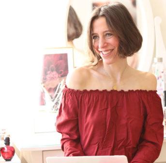 Achtung: Nur für Dich und nur auf sonrisa erfährst Du heute Nachmittag zwei exklusive Beauty-Nachrichten von Clinique!