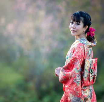 Beauty-Expertin Miyabi aus Japan erklärt auf sonrisa, worum es geht bei J-Beauty und was wir von den Japanerinnen noch alles lernen können in Bezug auf echte Schönheit.