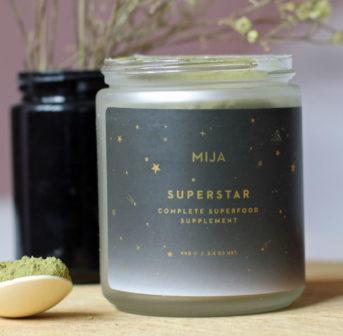 MIJA Superstar-Begründerin Sarah erklärt im exklusiven Interview auf sonrisa, was die Inspiration für ihre Vollspektrum-Nahrungsergänzungsmittel war und warum wir alle davon profitieren können.