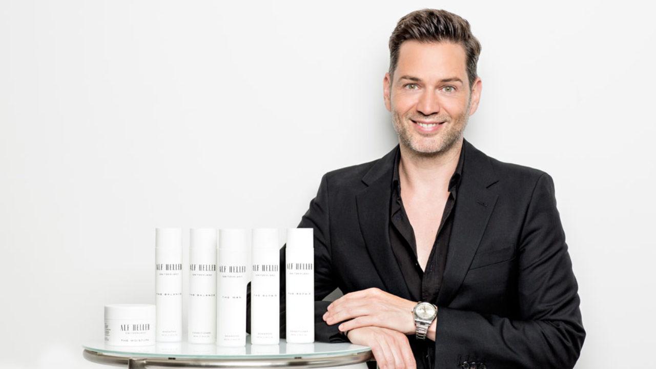 Style-Experte, Star-Friseur, Moderator und Beauty-Unternehmer Alf Heller redet im exklusiven Interview auf sonrisa über seinen Haarpflegebrand Alf Heller Cosmetics, Clean Beauty und Haar-Sünden von früher.