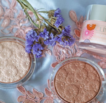 Die limitierte Clinique Flower Power Collection punktet mit äusseren und inneren Werten.