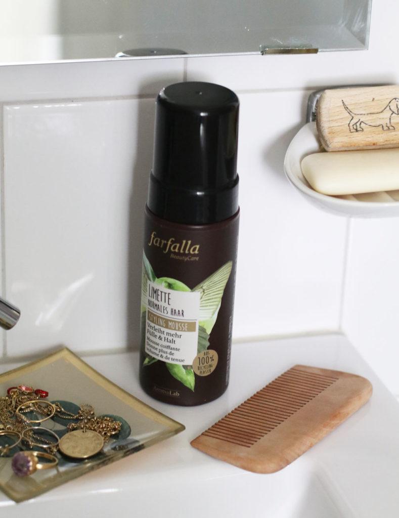 Nachhaltig schön? Das ist unter anderem möglich dank der überarbeiteten Haar-Linie von farfalla in umweltfreundlicher Recycling-Verpackung.