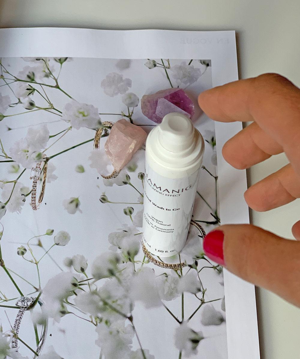 In den sonrisa Beauty-Favoriten stellt Katrin Roth ihre persönliche Beauty-Helden vor, die wirklich halten, was sie versprechen - so wie zum Beispiel das neue Hand Wash to Go von Shamaniac.