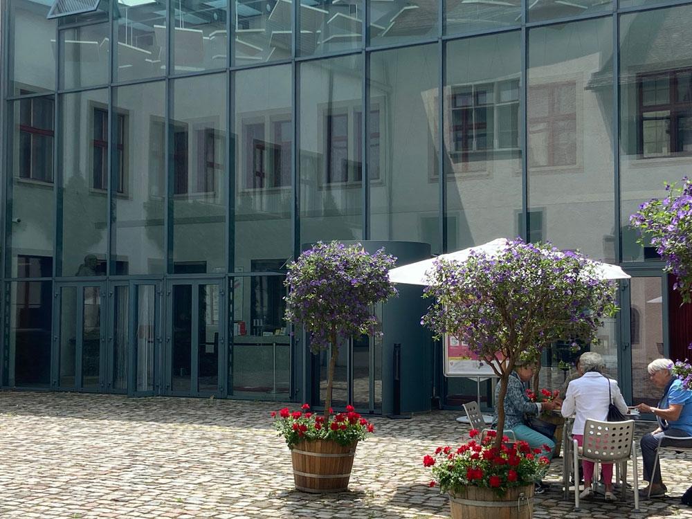 """In der sonrisa-Serie """"Tour de Suisse"""" verraten Dir Insider ihre Lieblingsorte in der Schweiz. Heute nimmt uns Kommunikationsexpertin Yoli auf einen Rundgang durch Schaffhausen."""