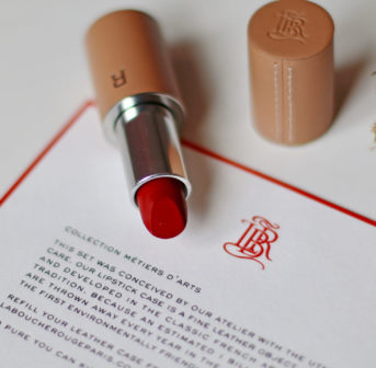 Nachhaltig schön? Das ist unter anderem möglich dank den Lippenstiften von la bouche rouge in der wieder auffüllbaren Hüllen, die von Hand angefertigt werden.