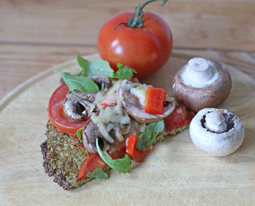 Ist leichter als das Original aus Italien, lässt sich schnell zubereiten, erfordert keine speziellen Koch-Talente, enthält viele Schönmacher und schmeckt richtig gut: die Low Carb Brokkoli Pizza à là sonrisa.