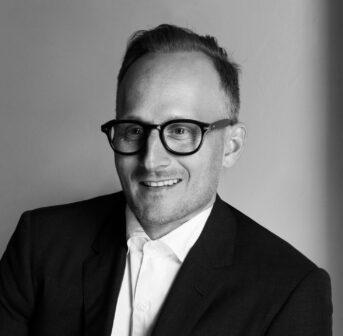 Grown Alchemist-Mitbegründer Jeremy Muijs hat sonrisa im exklusiven Interview seine besten Tipps für ein strahlendes Aussehen verraten.