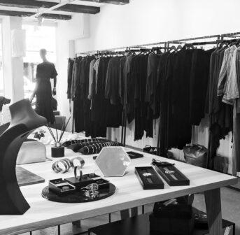 Gastbloggerin Sandra Gimmel nimmt uns mit auf einen Rundgang durch die Designboutique ABSYNT, wo ausschliesslich nachhaltige Produkte verkauft werden.
