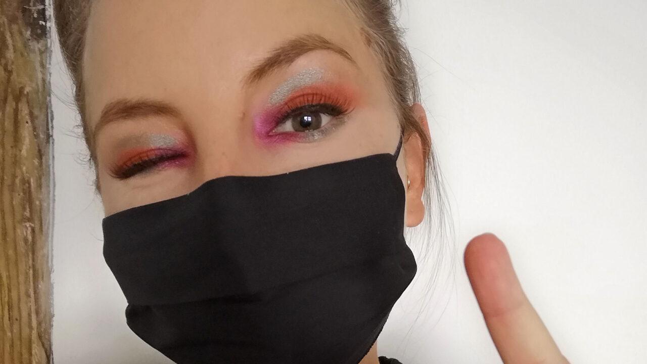 Schutzmasken für das Gesicht sind wichtig. Wie man sich passend dazu schminkt, verrät Gastbloggerin und Makeup Artist Sandra auf sonrisa.