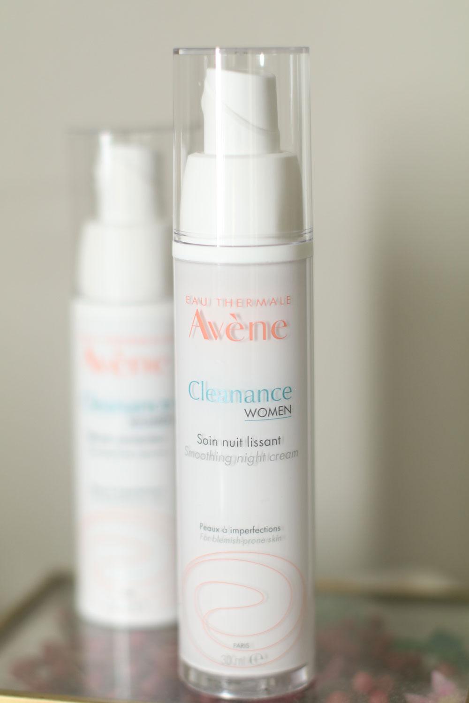 Avène lanciert mit Cleance Woman eine neue Pflegeserie für erwachsene Frauen mit unreiner Haut.