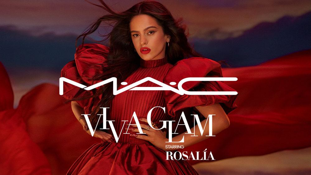 Ole! Superstar Rosalia ist die Botschafterin des neuen Mac Viva Glam Lippenstifts, dessen Verkaufserlös zu 100 Prozent für wohltätige Zwecke gespendet wird.