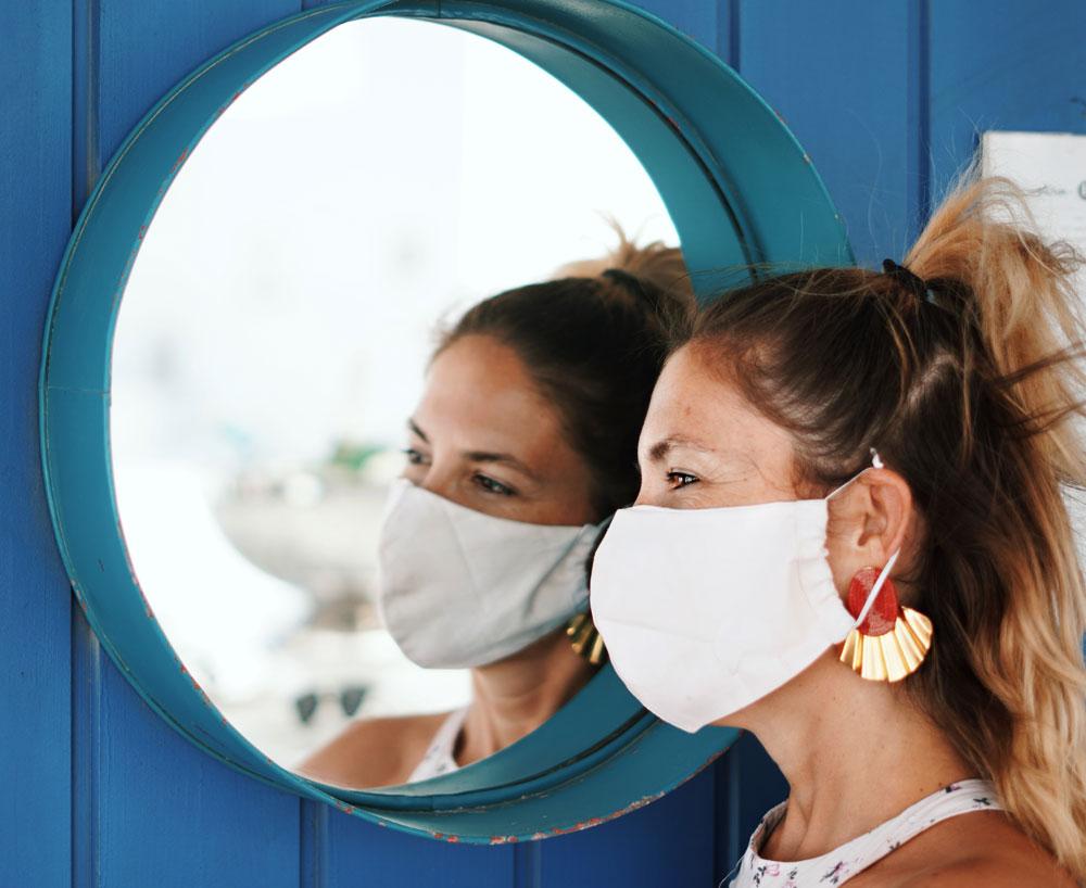 Makeup Artist Jesca Li verrät auf sonrisa, wie das Makeup auch mit Mundschutz gut hält – selbst der Lippenstift!