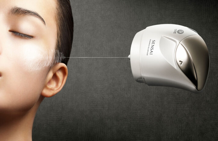 Sensai lanciert mit Biomimesis Veil eine neuartige Technologie zur Erhaltung des optimalen Feuchtigkeitsmilieus auf der Haut.
