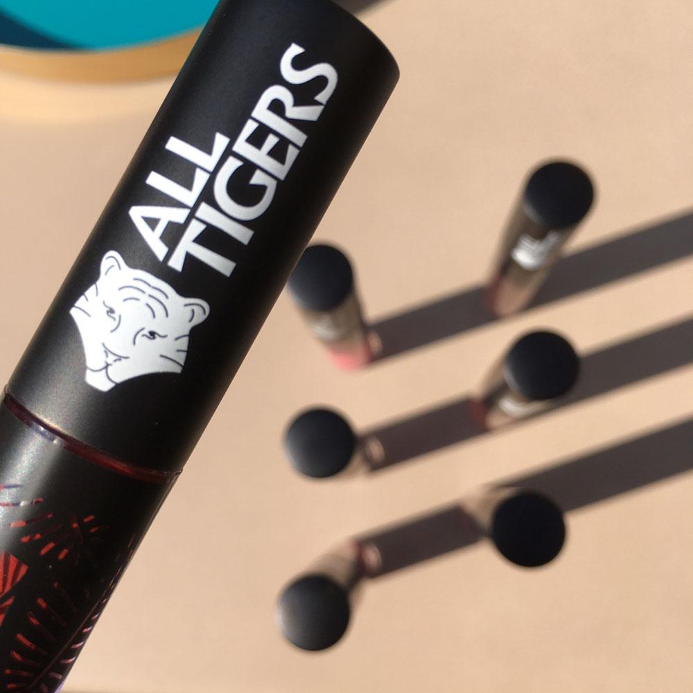 All Tigers-Begründer Alexis Robillard gewährt im Interview mit sonrisa einen Blick hinter die Kulissen seines veganen Makeup-Brands, der Kult-Potential hat!