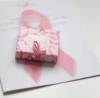 Beauty-Shopping für die gute Sache: Auf sonrisa gibt es alle Details zur Pink Ribbon Kampagne 2020 von Estée Lauder.