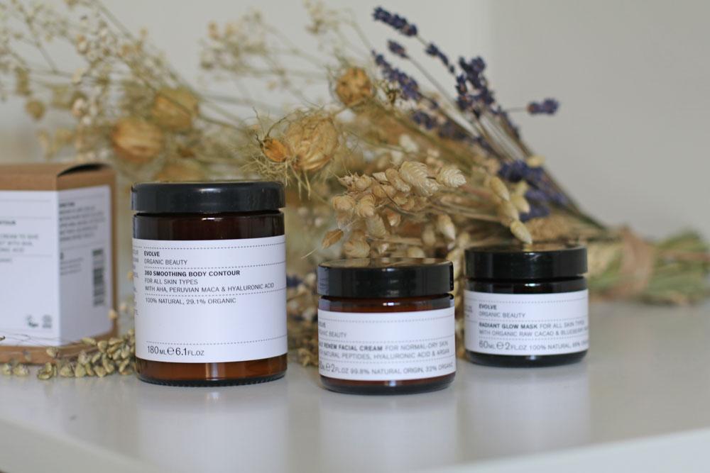 Gastbloggerin Florina testet für sonrisa vier Produkte der vielfach preisgekrönten Beauty-Linie von Evolve Organic Beauty aus England.