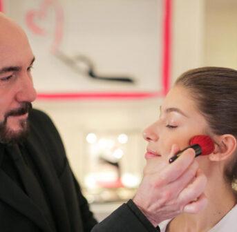 Guerlain International Makeup Expert Anthony Chasset verrät exklusiv auf sonrisa seine besten Schmink-Tipps.