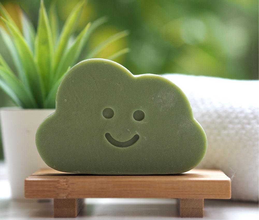 Die Japanese Cleansing Cloud der Erfolgsbloggerin Jane von The British Beauty Blogger überzeugt mit inneren und äusseren Werten!