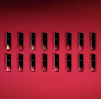 Glänzende Zeiten: der neue Lippenstift Rouge Allure Laque von Chanel überzeugt mit hohem Tragekomfort, schönem Glanz und langer Haltbarkeit.