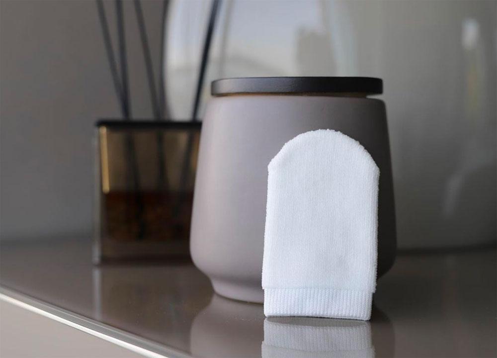 Nachhaltig schön? Das ist möglich – zum Beispiel dank  des Abschmink-Handtuchs The Nude von KT.