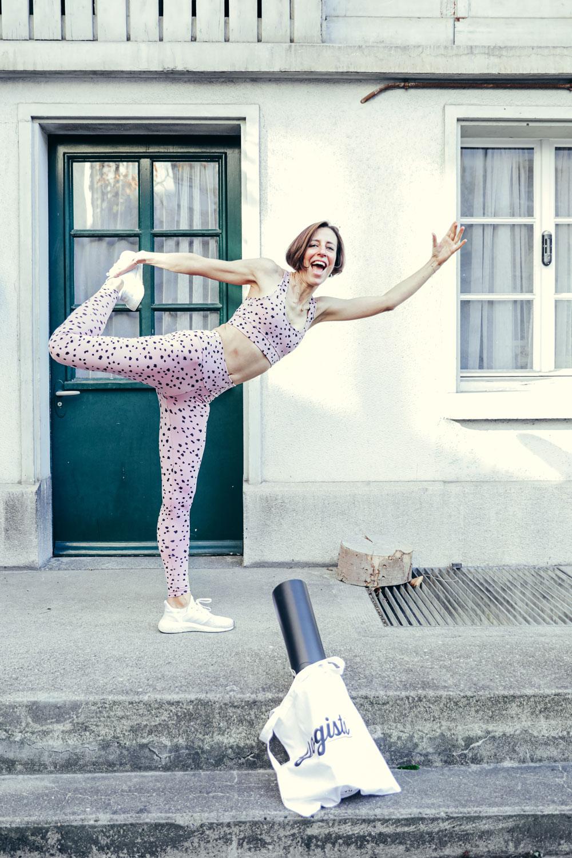 In den sonrisa Beauty-Favoriten stellt Katrin Roth ihre persönliche Beauty-Helden vor, die wirklich halten, was sie versprechen - so wie das Yoga Outfit von Hey Honey aus dem Anjali Yoga-Shop.