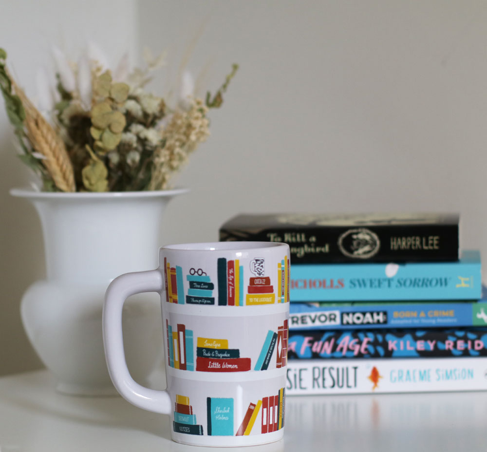 In den sonrisa Kultur Tipps vom Dezember 2020 gibt es neue Empfehlungen zum Lesen, Schauen und Hören.