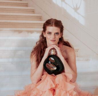 Sisley lanciert mit Izia La Nuit eine neue Variante des Duftklassikers, den es bei sonrisa grad drei Mal zu gewinnen gibt!