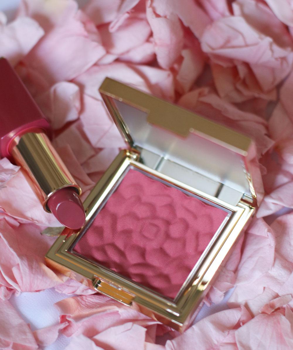 Estée Lauder erweiter die Pure Color Envy Rebellious Rose Collection um einen Blush und Lippenstift in limitierter Auflage.