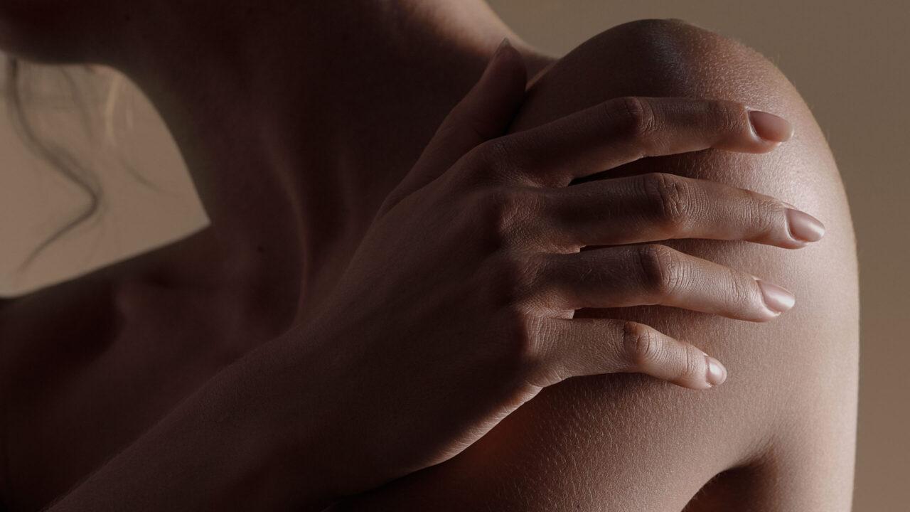 Sisley präsentiert mit Le Sculpteur eine neue Konturenpflege mit straffendem Effekt.