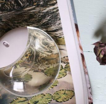 Mit A Drop d' Issey erweitert Issey Miyake die bekannte Duftserie um eine besonders fröhliche und stimmige Variante.