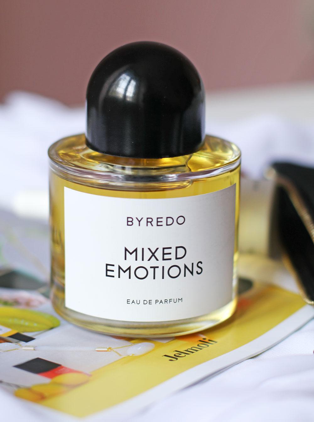 Zu viel oder das falsche Parfum erwischt? Kein Problem, auf sonrisa gibt es einen einfachen Beauty-Hack für solche Duft-Pannen.