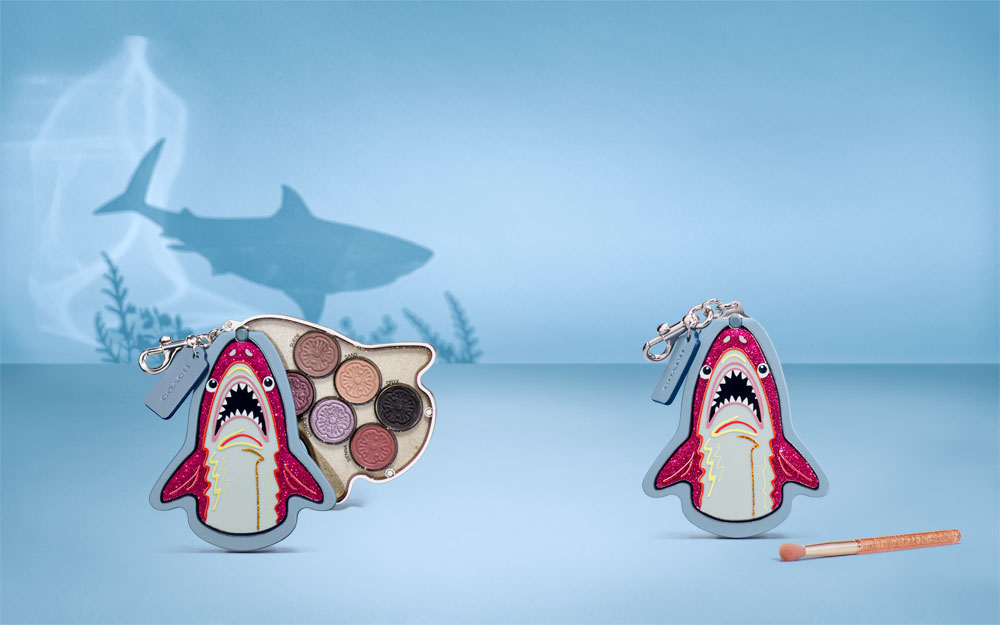 Die süsse Coach x Sephora Collection in limitierter Auflage besteht aus drei Makeup-Paletten, die ganz ohne Zucker auskommen und dabei aber genauso glücklich machen wie ein prall gefülltest Osternestchen.
