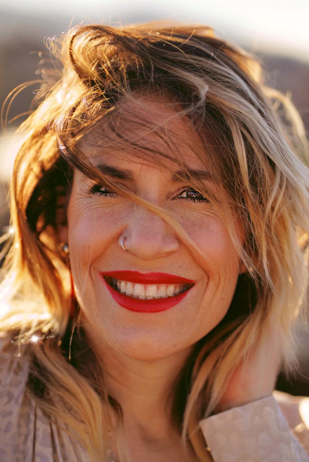 Was hilft wirklich gegen Augenschatten? Die Antworten auf diese und viele andere Fragen zu diesem Thema gibt es von Makeup Artist Jesca Li in der neuen sonrisa-Serie Schattenspiele.