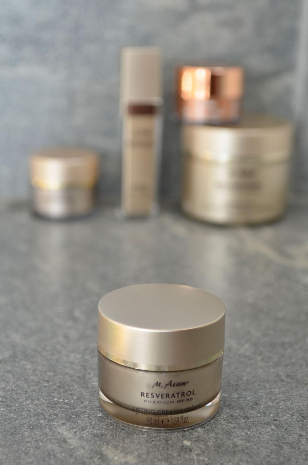 Worth the hype? Gastbloggerin Ella testet sich für sonrisa durch verschiedene  Hautpflege-Produkte des angesagten Brands M. Asam.