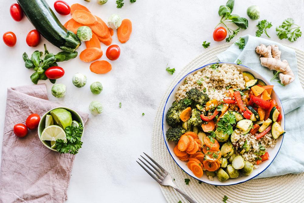 Ernährungswissenschaftlerin und Biochemikerin Dr. Vanessa Craig analysiert auf sonrisa die wichtigsten Mythen über Nahrungsergänzungsmittel.