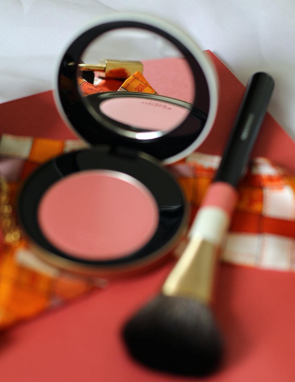 Pretty in pink: Die Makeup-Produkte der neuen Kollektion Rose Hermes sind eine wunderschöne Hommage an die Farbe Rosa.
