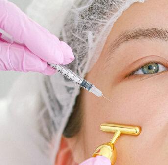 Was hilft wirklich gegen Augenschatten? Die Antworten auf diese und viele andere Fragen zu diesem Thema gibt es von Doppelfachärztin FMH für Plastische Chirurgie und Dermatologie Dr Inja Allemann in der neuen sonrisa-Serie Schattenspiele.