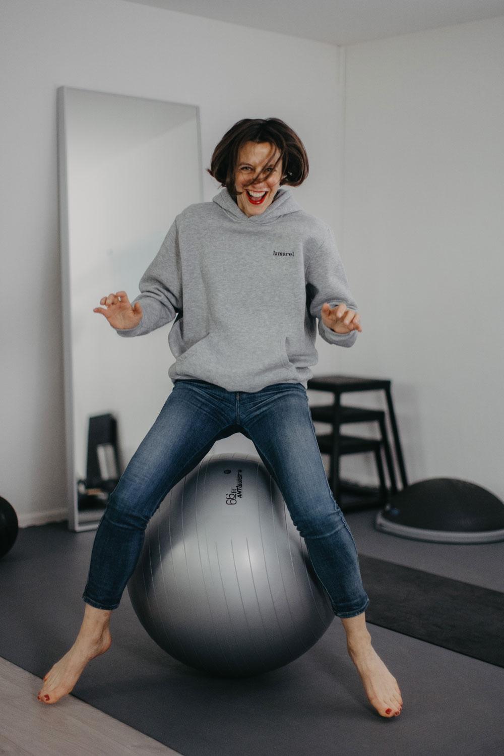 In der exklusiven Serie sonrisa x HIRANOTRAINING gibt es von Sportwissenschaftler und Mental Coach Julien Hirano einfache Tipps für die geistige und körperliche Fitness – heute mit fünf Mentalübungen für mehr Fokus.