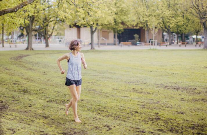 In der exklusiven Serie sonrisa x HIRANOTRAINING gibt es von Sportwissenschaftler und Mental Coach Julien Hirano einfache Tipps für die geistige und körperliche Fitness – heute mit Tipps für Sport im Sommer.