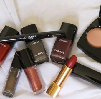 Chanel präsentiert mit Ton-sur-Ton eine stimmige Makeup-Kollektion, mit der automatisch Vorfreude auf den Herbst aufkommt.