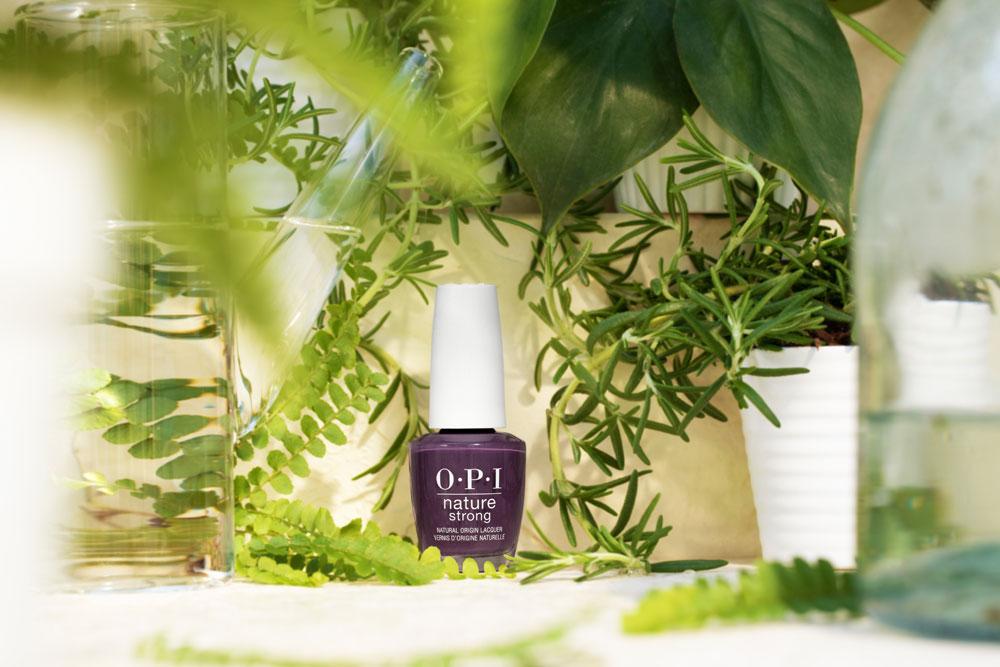 OPI lanciert mit Nature Strong eine Nagellack-Kollektion, die aus bis zu 75 Prozent natürlichen Wirkstoffen besteht und dabei optimale Resultate verspricht.