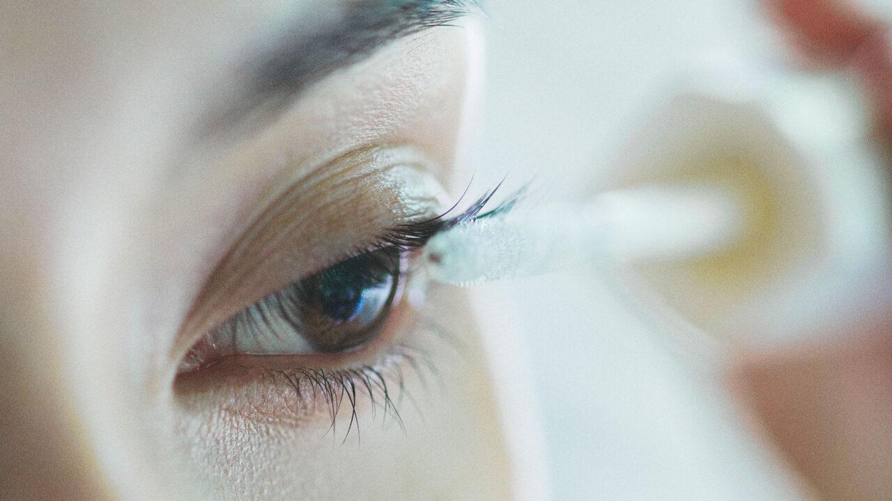 Mit dem luxuriösen Total Eye Care Pflegeritual und dem neuen Lash Conditioner bietet Sensai drei spannende Neuheiten für einen schönen Augenaufschlag.