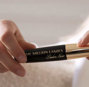 sonrisa testet den neuen Volume Million Lashes Balm Noir Mascara von L' Oréal Paris, der voluminöse Wimpern und eine Extraportion an Pflege verspricht.